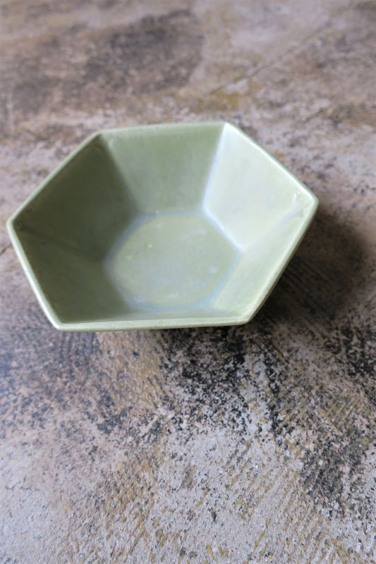 画像1: 安部太一 淡緑釉六角鉢